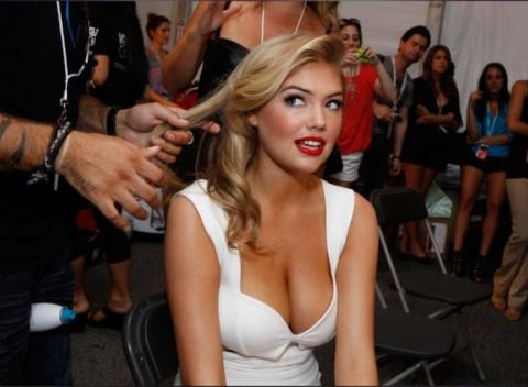 News video: Bikini Babe! Kate Upton Flaunts Major Cleavage During Vacation With Justin Verlander